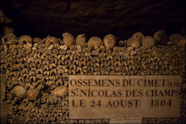 offbeat paris catacombs