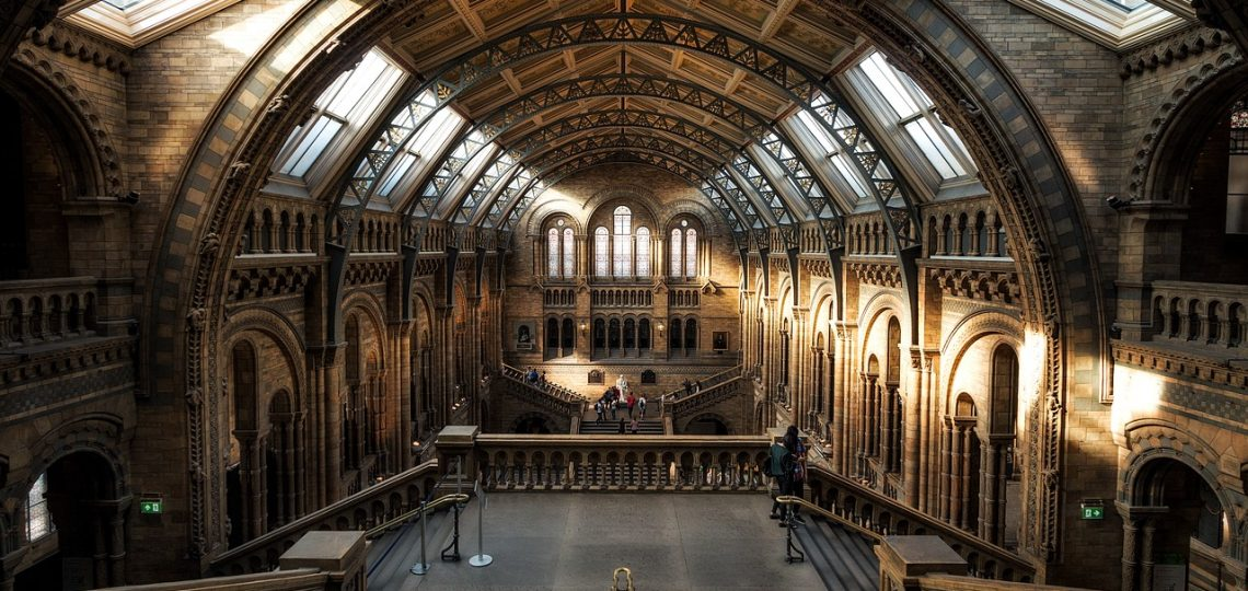 How to save money while studying abroad in London. Money-saving tips for students in London