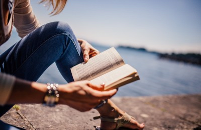 10 Great Books to Read While Traveling - The Abroad Guide http://theabroadguide.com/books-to-read-while-traveling