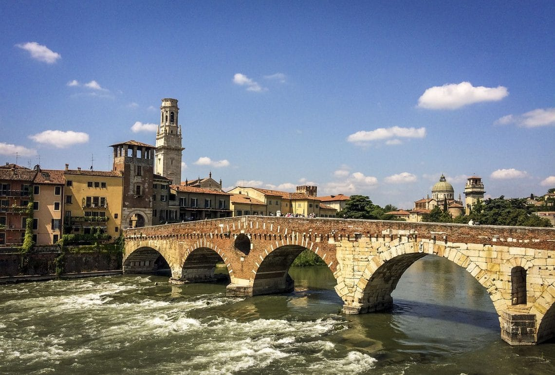 Where to go on weekends when studying abroad in Florence. Visit Verona on a weekend away from Florence for an easy trip that's to a city with history, culture, and some good bars.